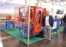 Alessandro Mazzacano shows the new fully electronic Urbinati potting machine.