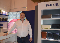 Raymond van Mierlo with Bato Plastics, bringing, amongst other things, from left to right the 'traditional', the post-consumer and the biodegradable variant of the clip used for example in young vegetable plant cultivation.