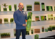 Johan Vlot (Voges) with a post order packaging for orchids in his hands and shop ready packaging solutions in the back of the booth.